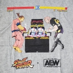 ケニー vs. ダン Street Fighter X AEW Tシャツ (L/XL)